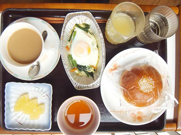 食パンor菓子パン 巣ごもり卵 パイン缶 牛乳 <br>470kcal